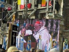 Kardinal_Marx_auf_Grossleinwand_am_Marienplatz.JPG